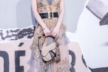 赵丽颖内衣外穿法刺绣纱质长裙演绎不一样的公主勇士风